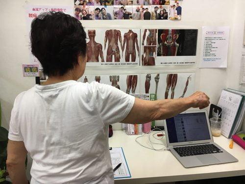 五十肩-腕を上げる際に肩が痛い-治し方1