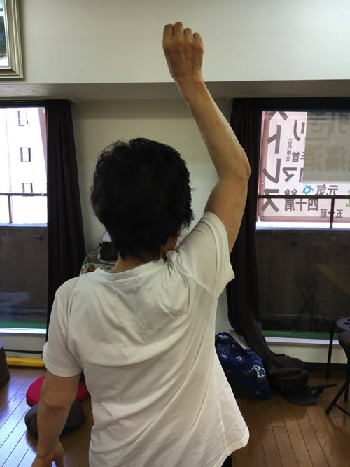 五十肩-腕を上げる際に肩が痛い-治し方7