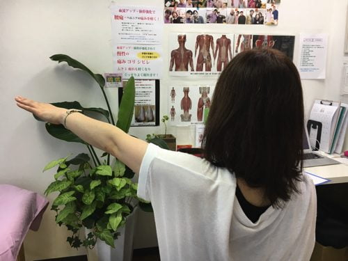 四十肩や五十肩で腕を上げる際に肩が痛い-治療2