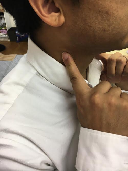 首の痛み_ストレートネックの原因と治し方