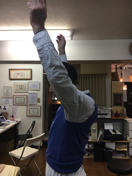 広島で五十肩治療_首の痛み肩の痛みで眠れない症状の治し方2