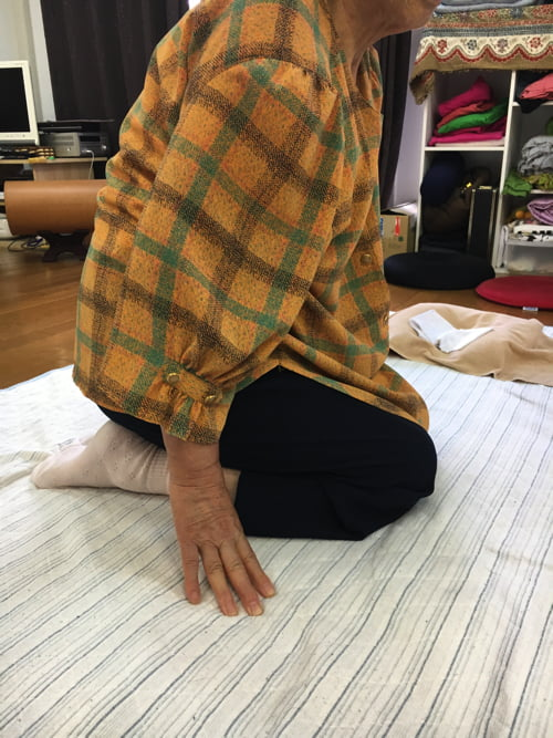 歩くのも辛い膝の痛みを治す_広島で変形性膝関節症や膝の水たまり治療専門の整体院